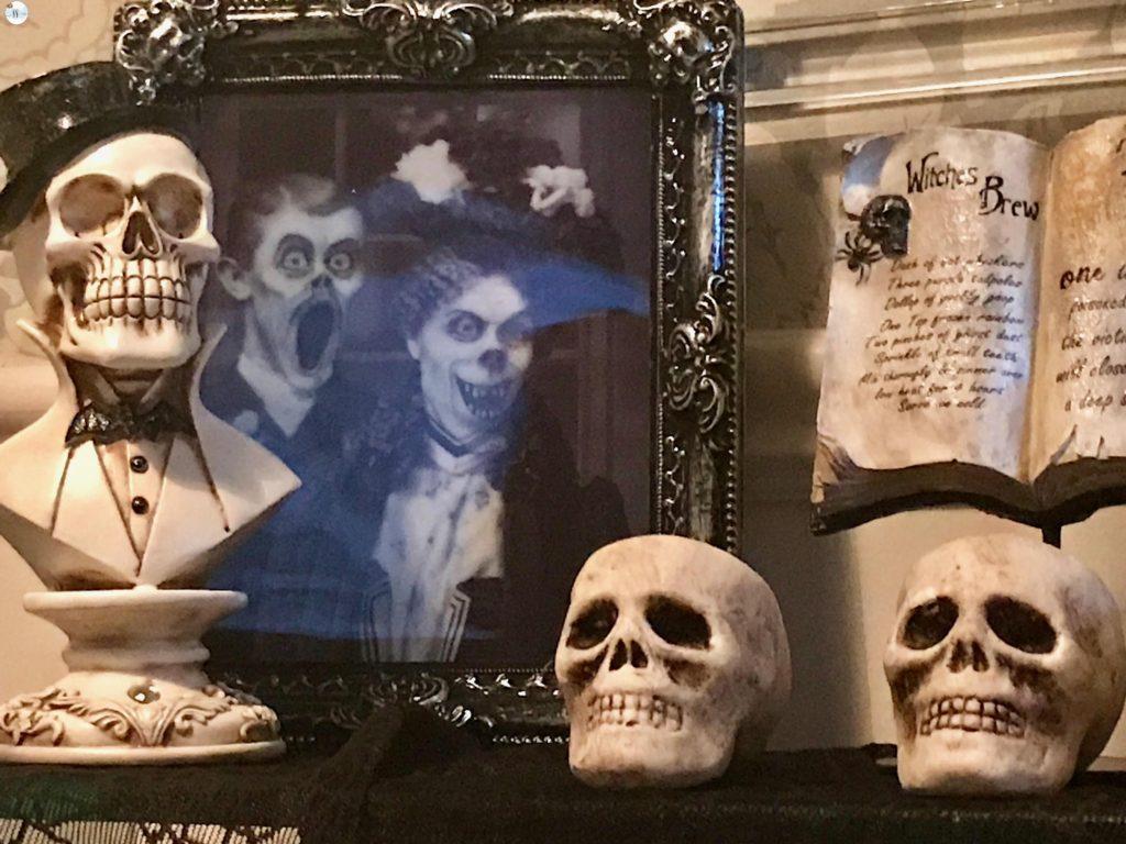 halloween decor, halloween tablescape