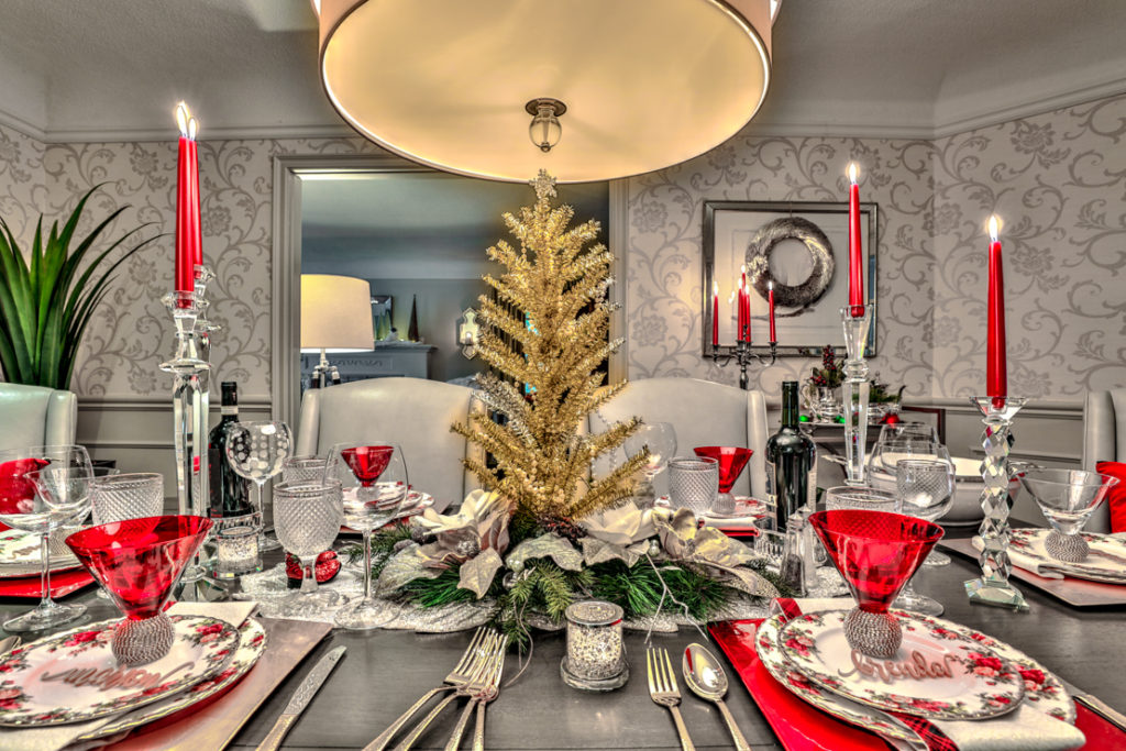 Christmas tablescape. Elegant and simple decor