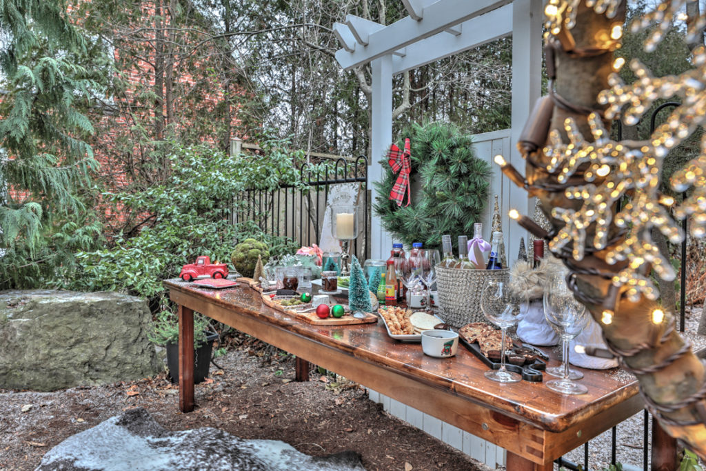 Winter wonderland Christmas decor. Outdoor fun